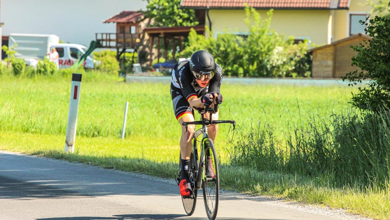 Ein spezielles Fahrrad braucht Jakob Klinge vom Herrmann Radteam für seinen Sport nicht. Bei der EM war er auf einem regulären Zeitfahrrad unterwegs.