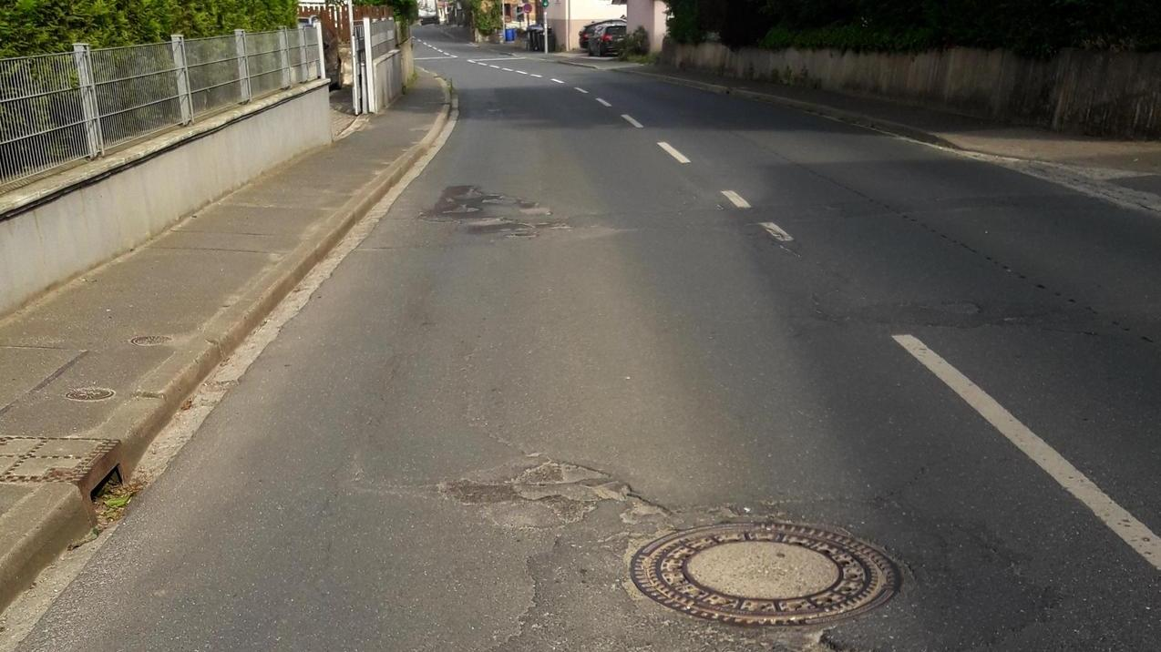 """Egloffsteiner Straße ist ein Flickenteppich. Straßenzustand gepaart mit Geschwindigkeit und Lärmbelastung seien eine """"gefährliche Mischung"""" hieß es im Gemeinderat."""