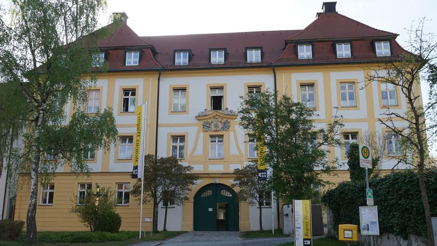 Nach dem Aussterben des Absberger Adelsgeschlecht wurde die einstige Burg abgerissen und 1726 durch ein Schloss, das als Vogtei des Deutschen Ritterordens genutzt wurde, ersetzt. Heute befindet sich in diesem barocken barocken Gebäude die Regens-Wagner-Stiftung.