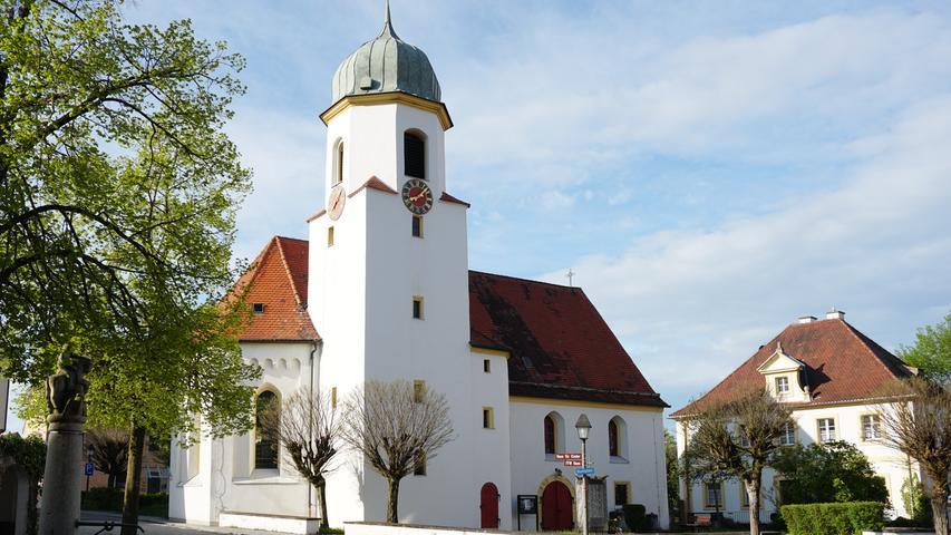 Die evangelische Christuskirche wurde 1598 vom ansässigen Absberger Adelsgeschlecht erbaut und dient noch heute als deren Grabstätte.