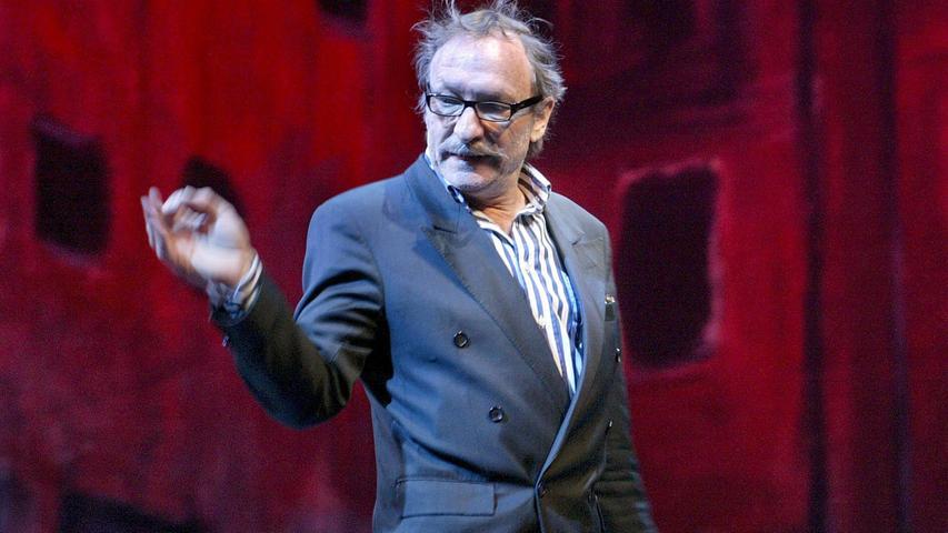Auch zwischen sich und einem Franz Xaver Kroetz möchte man als Theaterzuschauer doch eine gewisse Distanz gewahrt wissen.