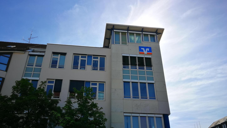 Die VR-Bank Erlangen fusioniert mit den beiden Genossenschaftsbanken in Nürnberg und Fürth zurVR Bank Metropolregion Nürnberg eG.Juristischer Sitz derBank wird dabei Erlangen sein.