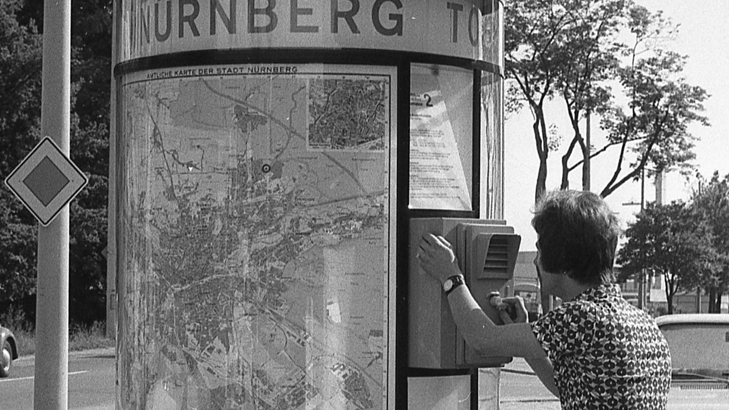 Von den vier Tourist-Information-Lotsensäulen an den Ausfallstraßen – oben die an der Äußeren Bayreuther Straße – wird bisher noch wenig Gebrauch gemacht.