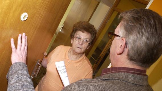Für Dachrinnen-Reinigung: Falsche Handwerker knöpfen Ehepaar 13.000 Euro ab