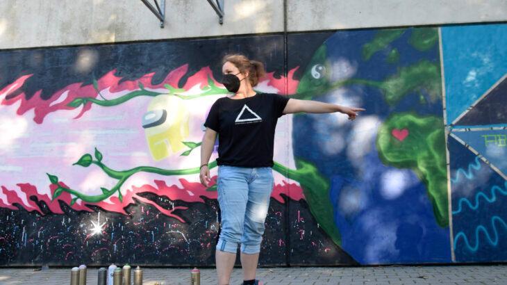 Die Sozialpädagogin Miriam Eichmüller gibt den Schülerinnen Raum, sich zu entfalten.