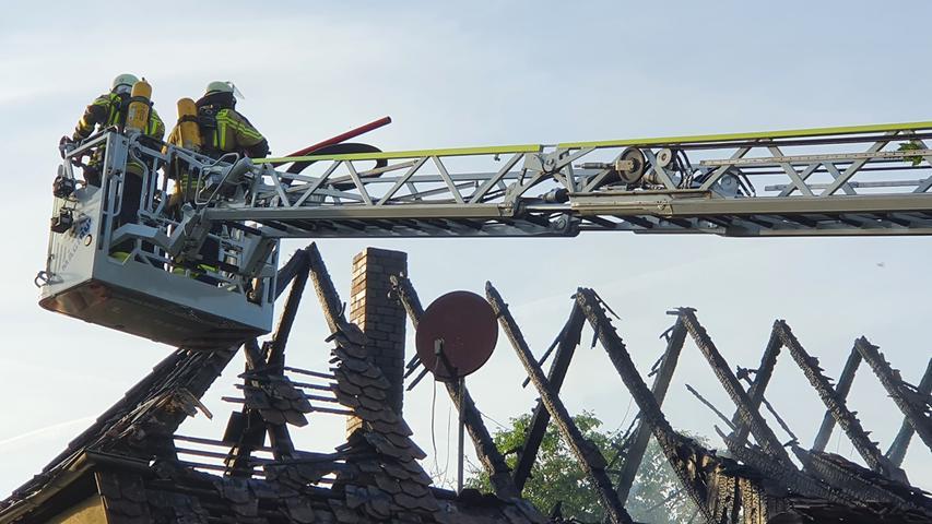 Feuer im Landkreis Forchheim: Haus am Erlebnispark Schloss Thurn brennt