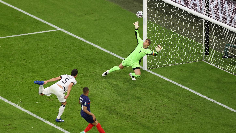 Leider drin! Ein Eigentor von Mats Hummels setzteDeutschland gegen Frankreich ins Hintertreffen.