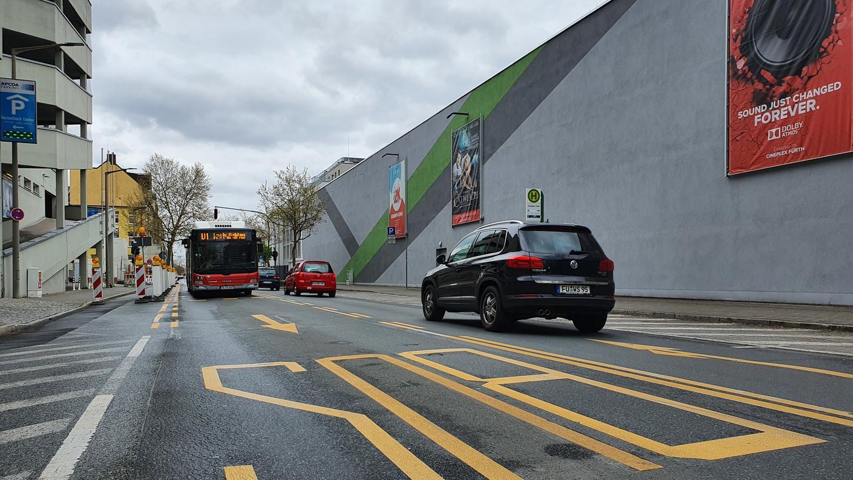 Gebhardtstraße: Ob aus dem Busfahrstreifen künftig eine Umweltspur wird, die auch von Radlern genutzt werden darf, ist nun wieder offen.