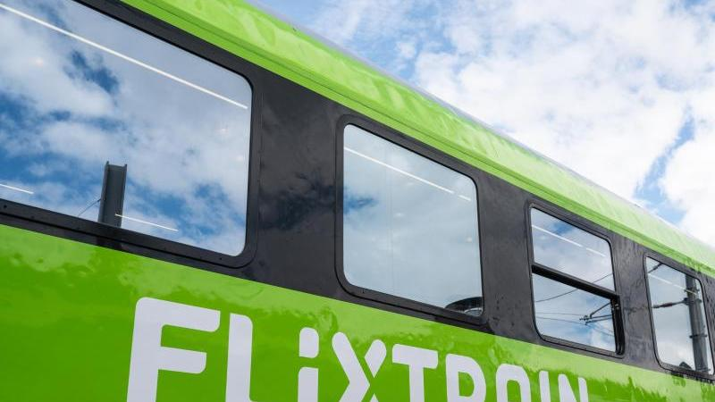 Ein Großraumwagen des Unternehmens Flixtrain.