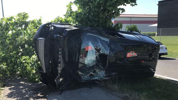 Mit dem Auto gegen den Baum: Frau bei Amberg schwer verletzt