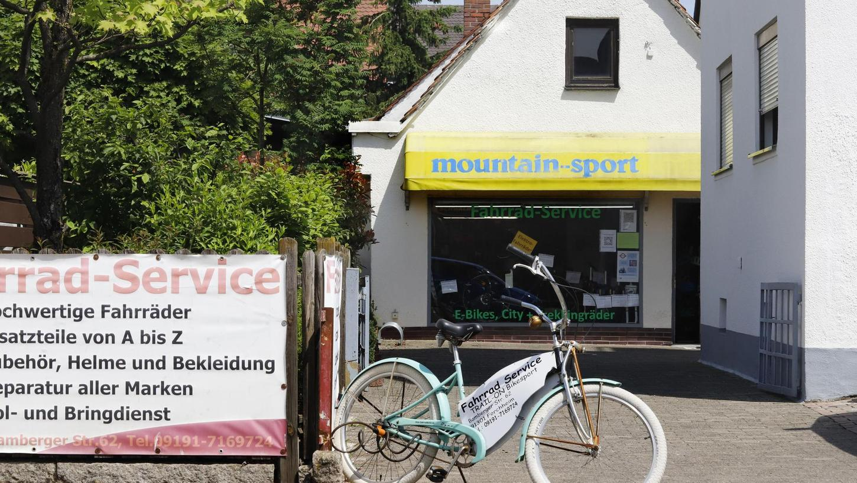 Das Geschäft von Uli Weinmann zieht um. Auf die gegenüberliegende Straßenseite. Das schafft Platz für neuen Wohnraum auf der einen und für mehr E-Mountainbikes auf der anderen Seite. Beides ist gerade hoch im Kurs in Forchheim.