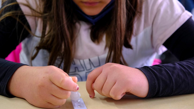 Von zweimal in der Woche soll die Testfrequenz auf nunmehr tägliche Testsangehoben werden.