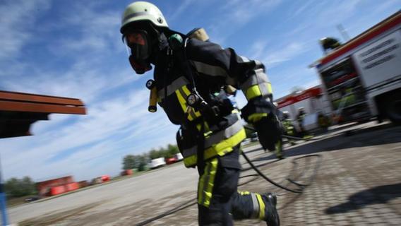 Gartenhütte in Nürnberg explodiert und in Brand geraten