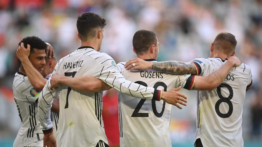 Es war ein echtes Fußballfest, das die deutsche Fußball-Nationalmannschaft den 14.000 Zuschauern in München kredenzte: Mit 4:2 schlägt die Löw-Auswahl den amtierenden Europameister Portugal - und bringt sich in eine exzellente Ausgansposition für den Kampf ums Achtelfinale. Hier sind die Einzelkritiken.