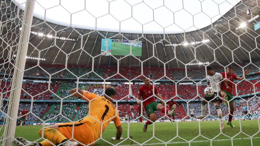 Die Führung erzwang die DFB-Auswahl durch erneut starkes Nachsetzen. Kimmich spielte den entscheidenden Ball aus kurzer Distanz vor das portugiesische Tor, den der Dortmunder Guerreiro nur noch ins eigene Tor abwehren konnte.