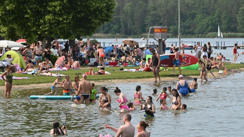 26 Grad warmes Wasser - da ließ sich kaum ein Badegast bitten, eine Runde zu schwimmen.