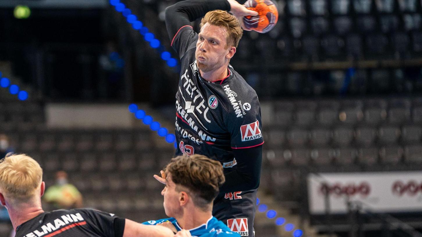 Ein gewohntes Bild: Wenn Simon Jeppsson hochsteigt, zieht er entweder ab oder bedient Sebastian Firnhaber am Kreis. Oder er prellt den Ball noch einmal.