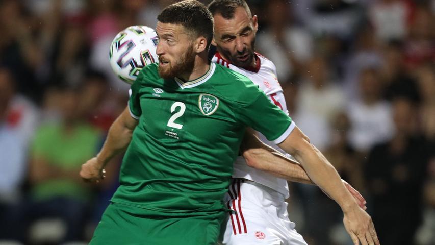 """I wie Irland:Ja ja, wir wissen es. Irland ist gar nicht dabei, hat deshalb im ABC eigentlich gar nichts verloren. Und doch können wir unsere Trauer nicht verhehlen, und wollen es auch gar nicht. Die Fußballkunst der Kicker mag gerade noch verschmerzbar sein, aber niemand, wirklich niemand singt auch nur annähernd so herzzerreißend inbrünstig wie die irischen Fans. Irland gegen Spanien 2012. Wer erinnert sich noch an das Ergebnis? Keiner! Doch """"The Fields von Athenry"""", diese Ballade über die Hungersnot von achtzehnhundertwannauchimmer, hat damals selbst den Reporter zum Schweigen gebracht. 0:4 und die Fans singen! Gänsehaut pur, unbedingt auf Youtube nachhören! <EM>"""