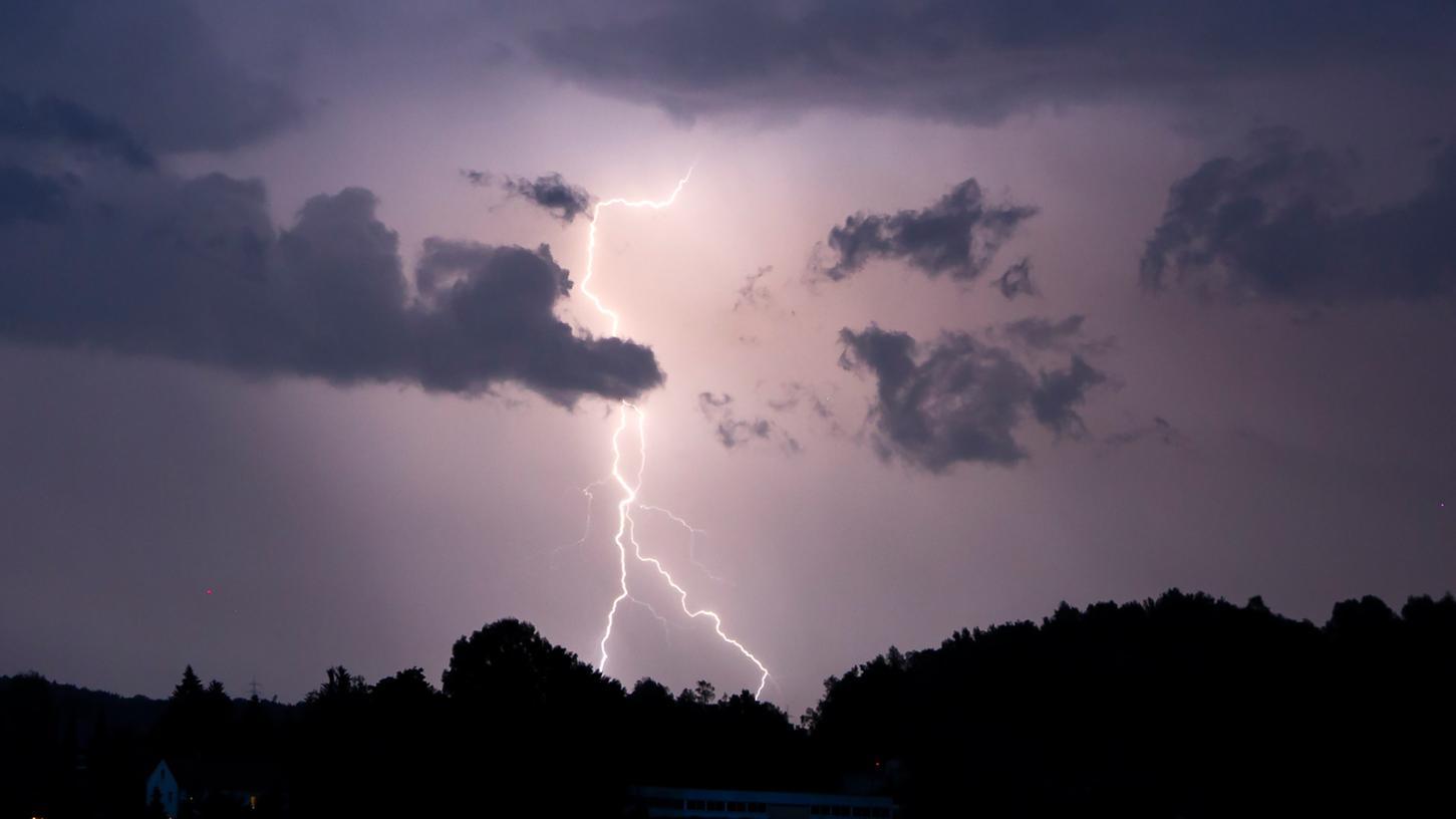 In der Nacht zum Montag zuckten die Blitze im Sekundentakt.