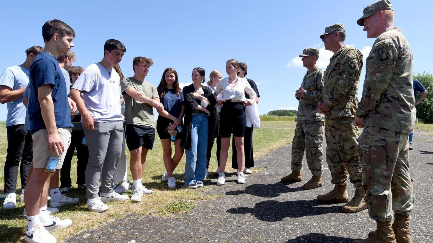 50 Jahre danach: Pegnitzer Gymnasiasten sprechen mit US-Soldaten über Hubschrauberabsturz