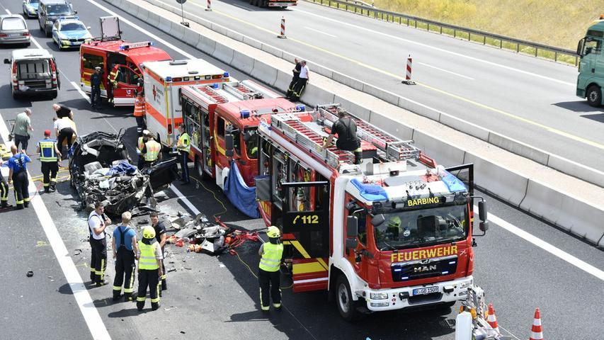 Bei dem Unfall kamen jedoch vier Insassen des Wagens ums Leben.
