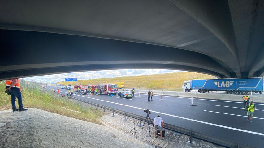 Die Verkehrspolizeiinspektion Regensburg hat in enger Abstimmung mit der Staatsanwaltschaft Regensburg die Ermittlungen zu dem Unfall aufgenommen.