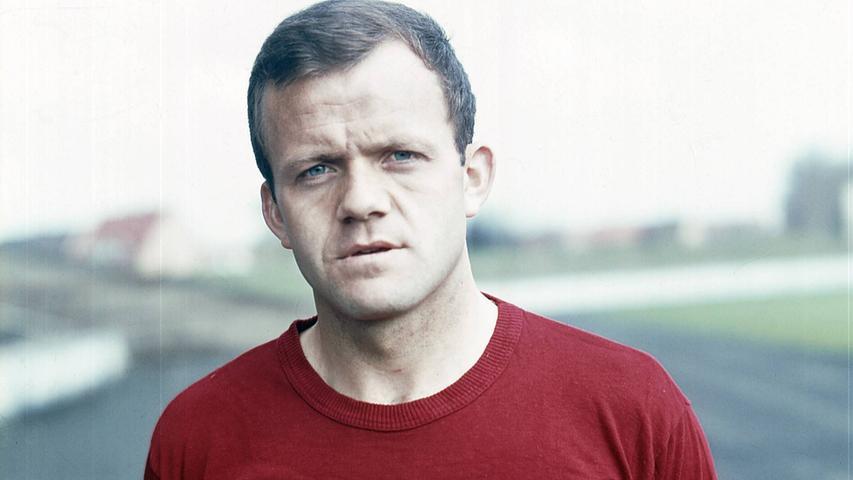 Er war unheimlich schnell, Richard konnte als Linksaußen oder als Rechtsaußen spielen und aus allen Lagen Tore schießen. Wir hatten schon beim TSV Roth gemeinsam gespielt und dann jahrelang beim Club. Ein Jahr nach der Meisterschaft gehörte er zur Pokalsiegermannschaft von 1962.