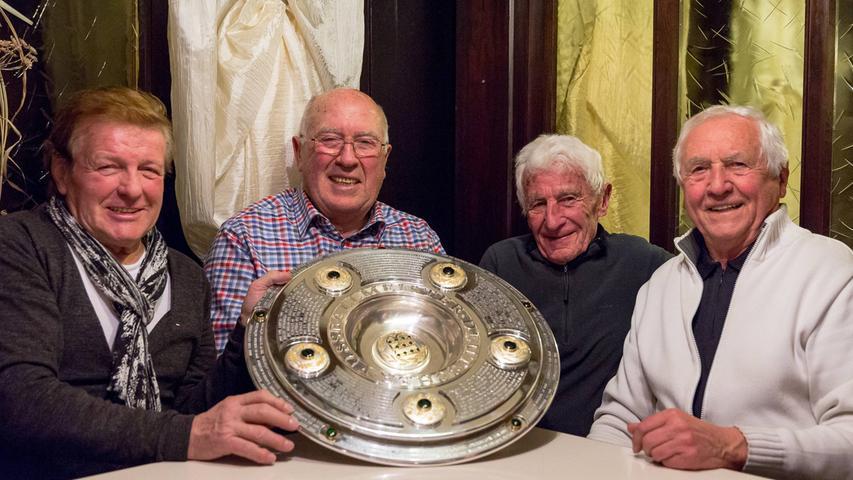 Heini Müller aus Roth war 1961 mit 27 Jahren der nach Max Morlock älteste Spieler. Der sympathische Meistermacher (rechts)stellt die Meister vor.