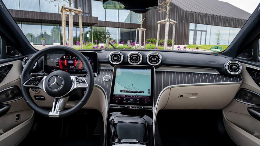 Geradezu spektakulär: C-Klasse-Cockpit mit bis zu 11,9 Zoll großem Touchscreen.