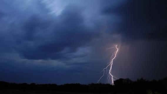 DWD warnt vor Unwettern: Gewitter ziehen Richtung Mittelfranken