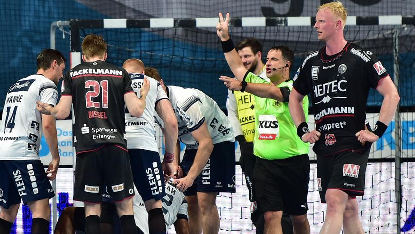 23.06.2021 --- Handball --- 1. Bundesliga LIQUI MOLY HBL --- Saison 2020 2021 --- 37. Spieltag: HC Erlangen Metropolregion Nürnberg HCE - SG Flensburg-Handewitt --- Foto: Sport-/Pressefoto Wolfgang Zink / OGo --- ..Christopher Bissel (21, HC Erlangen HCE ) 2 Minuten