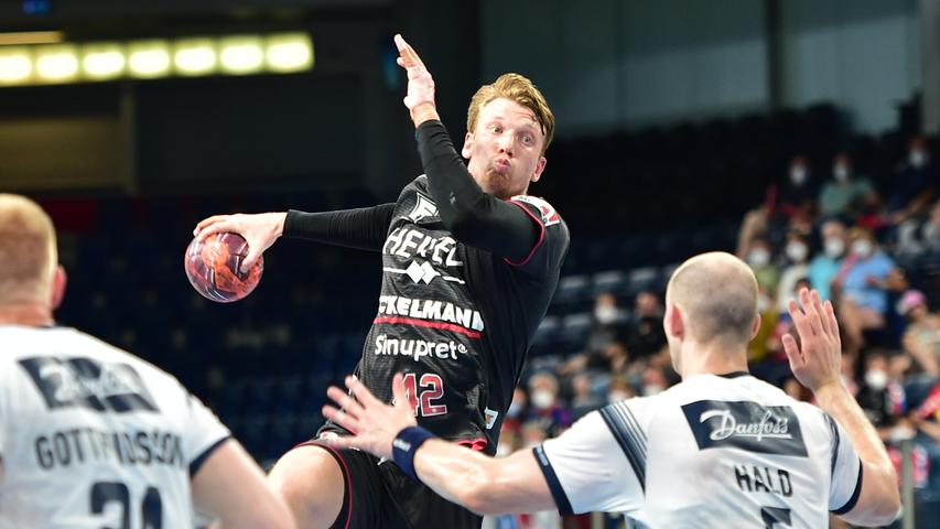 23.06.2021 --- Handball --- 1. Bundesliga LIQUI MOLY HBL --- Saison 2020 2021 --- 37. Spieltag: HC Erlangen Metropolregion Nürnberg HCE - SG Flensburg-Handewitt --- Foto: Sport-/Pressefoto Wolfgang Zink / OGo --- ..Simon Jeppsson (42, HC Erlangen HCE ) Simon Hald Jensen (5, SG Flensburg-Handewitt )