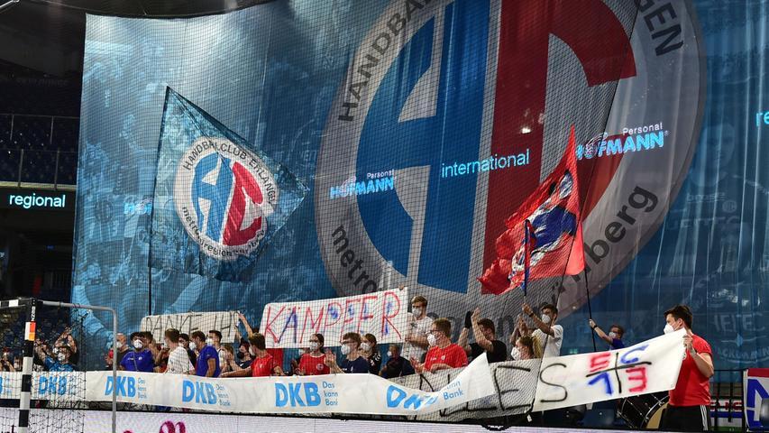 23.06.2021 --- Handball --- 1. Bundesliga LIQUI MOLY HBL --- Saison 2020 2021 --- 37. Spieltag: HC Erlangen Metropolregion Nürnberg HCE - SG Flensburg-Handewitt --- Foto: Sport-/Pressefoto Wolfgang Zink / OGo --- ..Symbolbild Symbolfoto Feature Impression - Fans Fanblock