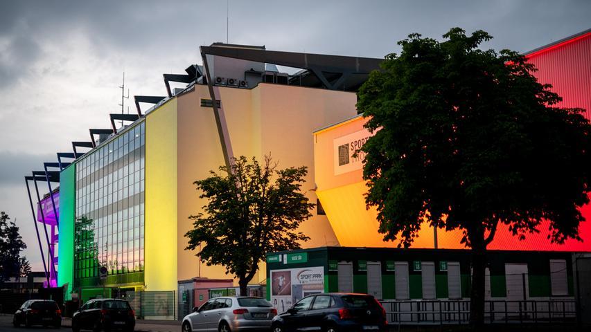 Die Europäische Fußball-Union hatte einen Antrag von Münchens Oberbürgermeister Dieter Reiter (SPD) abgelehnt, die Arena im letzten Gruppenspiel der DFB-Elf in Regenbogenfarben zu erleuchten.
