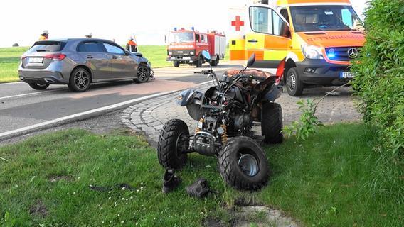 Quad kracht in Mercedes: Hubschrauber bringt jugendliche Fahrerin schwerstverletzt ins Krankenhaus