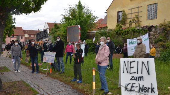 Bürgerinitiative demonstriert gegen das ICE-Werk in Allersberg