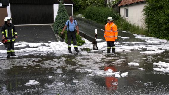 Schwere Unwetter hinterlassen Hagelberge und Überschwemmungen