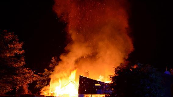 Großbrand in Fürth: Wohnhaus stand in Flammen