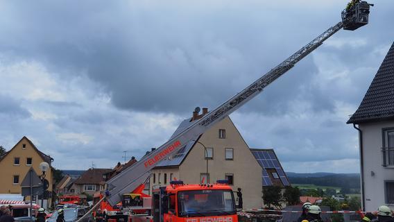 Brand in Dönerladen: Feuerwehr in Cadolzburg im Einsatz