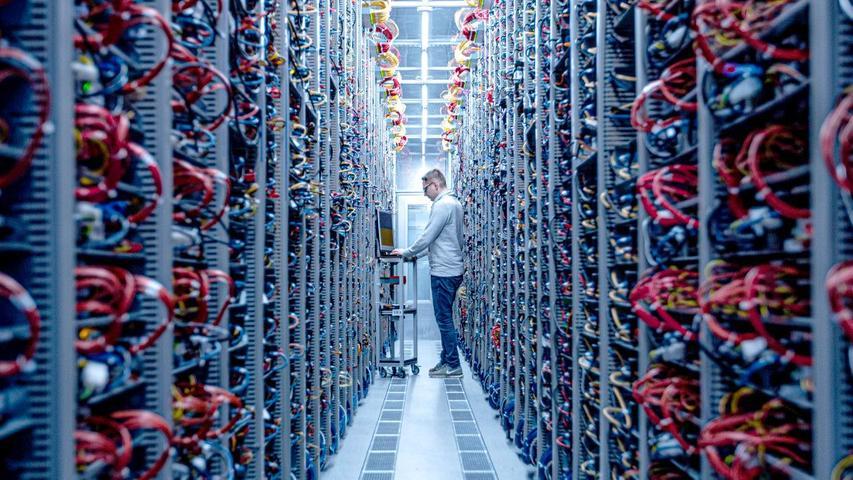 Stromverbrauch einer Kleinstadt: So sieht es in einem Nürnberger Rechenzentrum aus