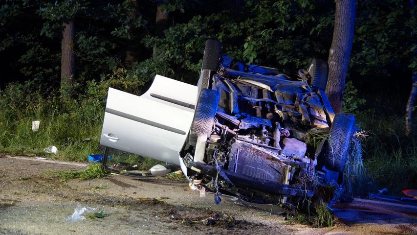 In einer Rechtskurve, so die Polizei, habe der Fahrer die Kontrolle über seinen Seat verloren.