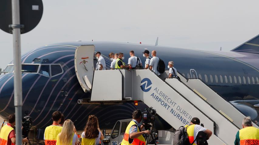 Nürnberg , am  28.06.2021 Ressort: Lokales Foto:Eduard Weigert  Abflug der deutschenFußball-Nationalmannschaft nach London Flughafen Nürnberg