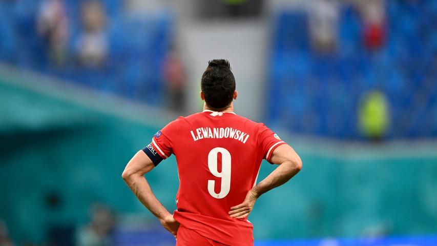 P wie Polen. Exklusives Mitglied des 24 Nationen zählenden Endrundenturniers der Fußball-Europameisterschaft. Obwohl mit einem aktuellen Weltfußballer bestückt (Robert Lewandowski) schon in der Vorrunde ausgeschieden. Respektables 1:1 gegen Spanien, aber leider Niederlagen gegen die Slowakei und gegen Schweden.
