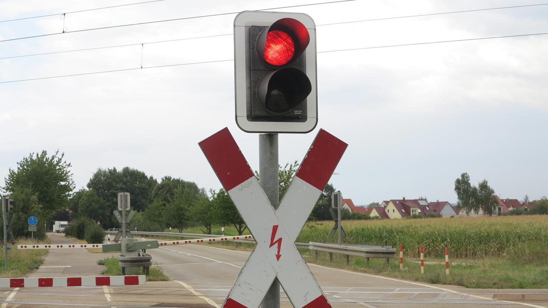 Rotes Licht für die Autofahrer und jetzt auch für einen Straßentunnel bei Laubenzedel. Der Landkreis hat damit seine bisherige Position revidiert.