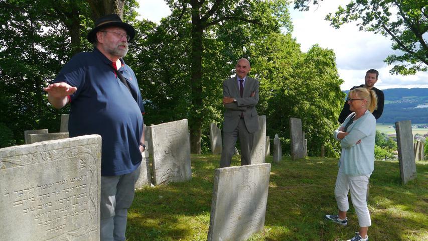 Ludwig Schiller, der Leiter des Landlmuseum, unterhielt seine Gäste mitAnekdoten rund um die Juden von Sulzbürg.