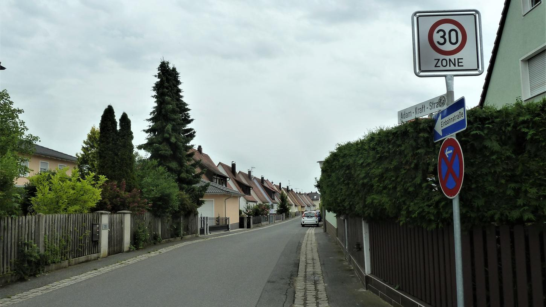 Die Anwohner in der Adam-Kraft-Straße klagen über die Zunahme  des Durchgangsverkehrs.