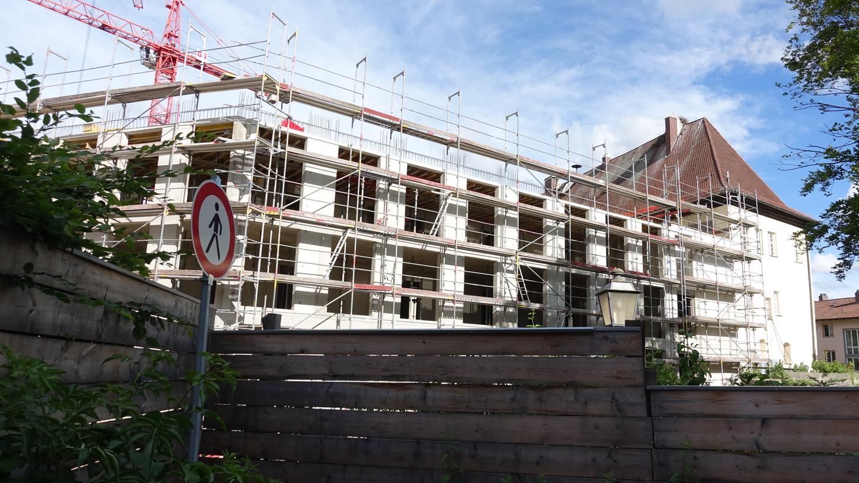 Der Rathausneubau in Herzogenaurach am 30. Juni 2021. Der Stadtrat vergab an diesem Abend die Innenputzarbeiten für das Neubaugebäude, die Natursteinfassade und die Trockenbauarbeiten.