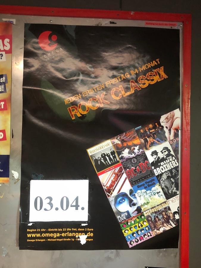 Das Plakat zur Classix-Rock-Nacht am dritten April 2020 hängt noch. Die Veranstaltung hat aufgrund des ersten Lockdowns nie stattgefunden.