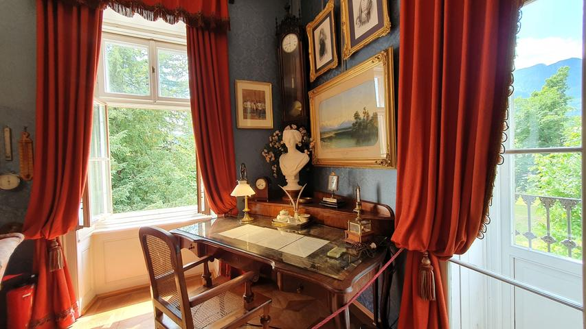 Der Schreibtisch von Franz Joseph sieht aus, als sei er nur kurz verlassen worden.