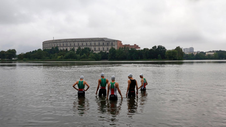 Triathlon in Nürnberg: Es gab schon einige Versuche, eine Veranstaltung in der Stadt zu etablieren. Hier ein Foto aus dem Jahr 2016von der Deutschen Meisterschaft, dem Schwimmstart der Junioren am Dutzenteich.